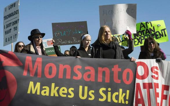 Monsanto bị buộc bồi thường 185 triệu USD vì hóa chất trong đèn huỳnh quang - Ảnh 1.