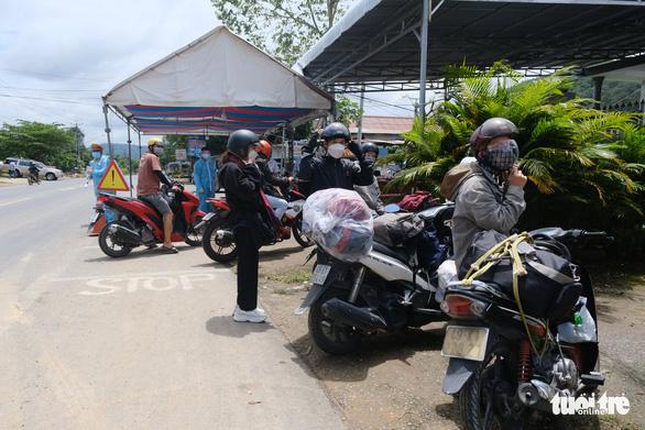 Lâm Đồng không tiếp nhận người tự ý về từ TP.HCM, Bình Dương, Đồng Nai - Ảnh 1.