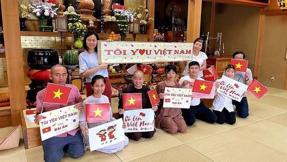 Người Việt tại Nhật gửi thực phẩm, lời chúc yêu thương đến đoàn thể thao Việt Nam - Ảnh 2.