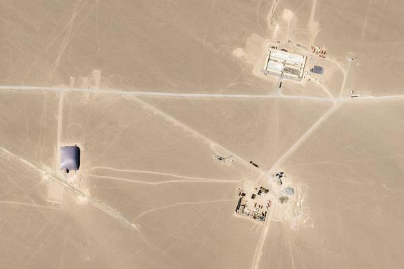 Báo Trung Quốc: Hàng trăm hầm phóng tên lửa hạt nhân mà Mỹ tố chỉ là trụ điện gió - Ảnh 2.