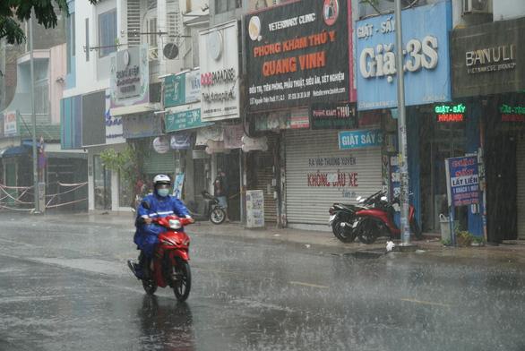 Hôm nay, TP.HCM đề phòng mưa dông sớm - Ảnh 1.