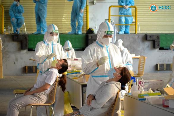 Phát hiện 91 ca nghi nhiễm COVID-19 trong một công ty Khu công nghệ cao - Ảnh 2.