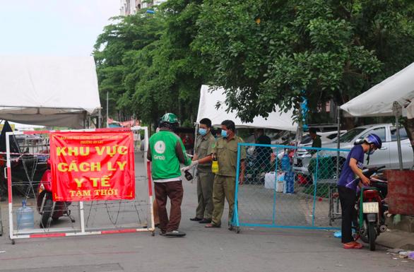 Quận Bình Tân phong tỏa 3 khu phố phường An Lạc thêm 7 ngày - Ảnh 1.
