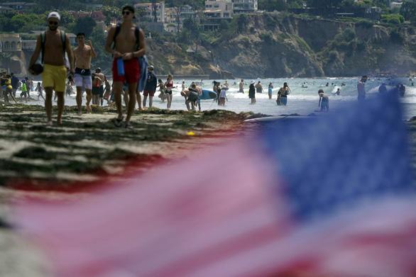 Dân Mỹ đi chơi dịp Quốc khánh trong cảnh giác - Ảnh 2.