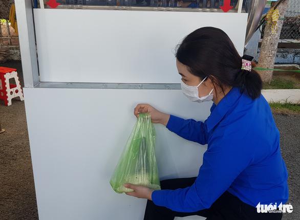 Đồng loạt khai trương 7 gian hàng 0 đồng giúp bà con nghèo vượt qua COVID-19 - Ảnh 7.