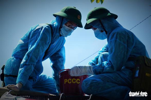 Tiền Giang phun xịt khử khuẩn trên diện rộng để ngừa COVID-19 - Ảnh 8.