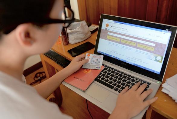 Ngân hàng song hành với dịch vụ công trực tuyến - Ảnh 1.