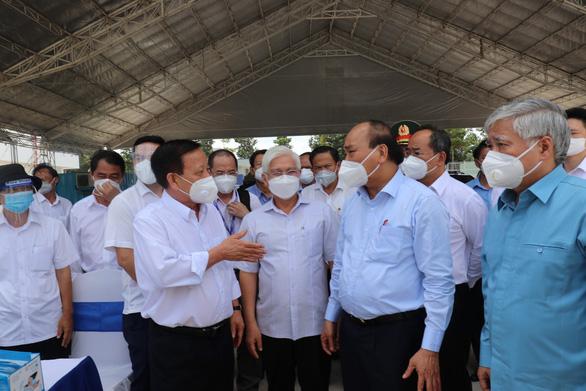 Chủ tịch nước: Bình Dương cần sớm vận hành khu điều trị dã chiến 5.000 giường - Ảnh 1.