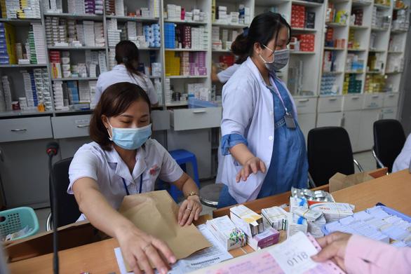 Bộ Y tế: Tuyệt đối không để thiếu thuốc, lợi dụng dịch COVID-19 đẩy giá tăng cao - Ảnh 1.
