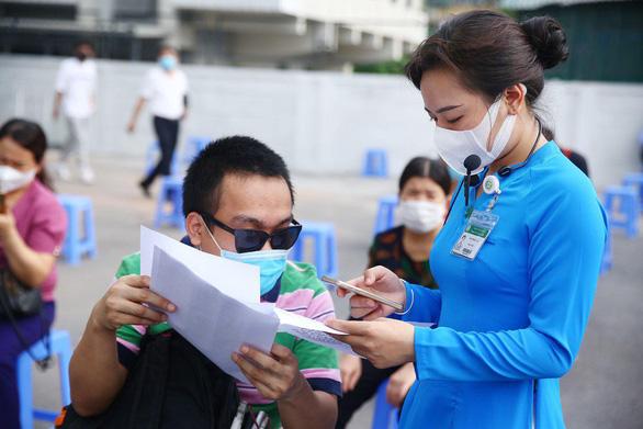 Hàng trăm người lao động khuyết tật vui vì được tiêm vắc xin phòng COVID-19 - Ảnh 2.