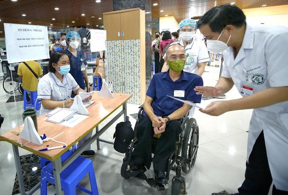 Hàng trăm người lao động khuyết tật vui vì được tiêm vắc xin phòng COVID-19 - Ảnh 5.