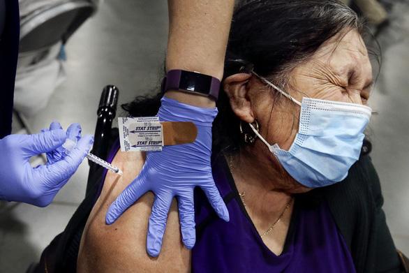 Thông tin về 7 loại vắc xin ngừa COVID-19 dạng xịt mũi - Ảnh 2.