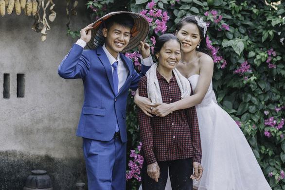 Cặp đôi Ẩm thực mẹ làm gây sốt khi chụp ảnh cưới tại nhà - Ảnh 4.