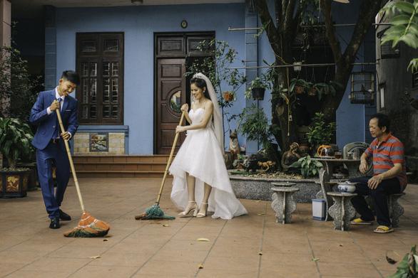 Cặp đôi Ẩm thực mẹ làm gây sốt khi chụp ảnh cưới tại nhà - Ảnh 6.