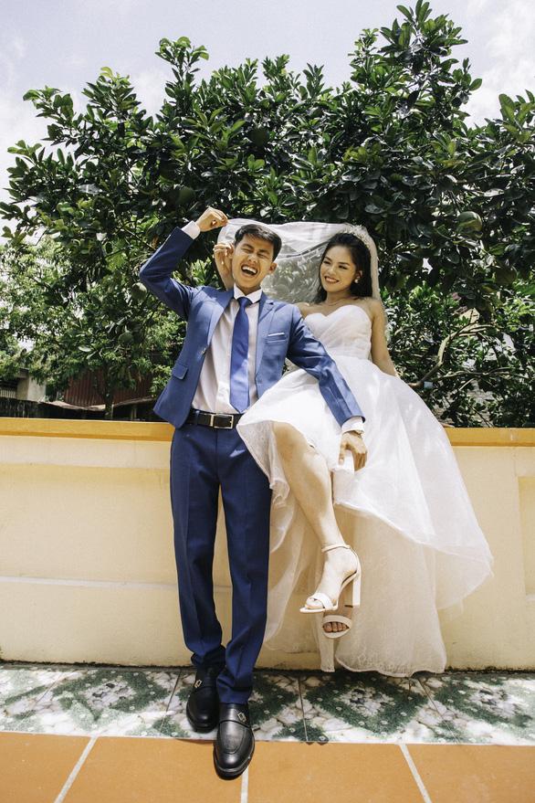 Cặp đôi Ẩm thực mẹ làm gây sốt khi chụp ảnh cưới tại nhà - Ảnh 7.