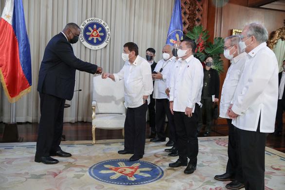 Ông Duterte bỏ ý định đuổi lính Mỹ sau cuộc gặp lãnh đạo Lầu Năm Góc - Ảnh 1.