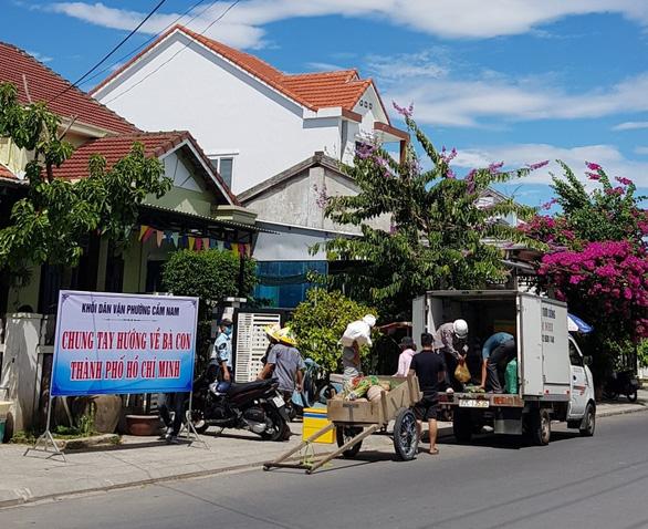 Ca sĩ Ánh Tuyết bật khóc khi hát Gửi vô Nam, mong Sài Gòn sẽ vui trở lại - Ảnh 1.