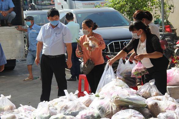 Hành trình yêu thương TP.HCM - Kỳ 1: Quà nhỏ gửi người Sài Gòn - Ảnh 1.