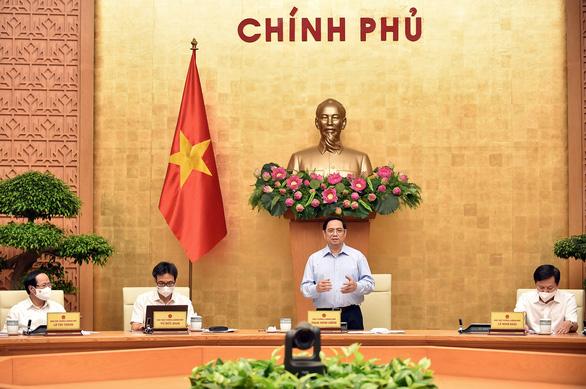 Thủ tướng: Chống dịch quyết liệt hơn với những giải pháp đặc biệt - Ảnh 1.