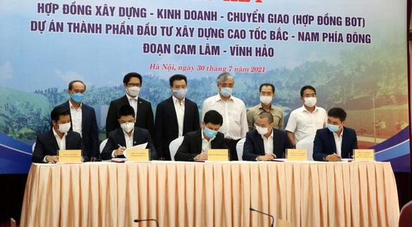 Ký hợp đồng BOT dự án đường cao tốc Cam Lâm - Vĩnh Hảo - Ảnh 1.