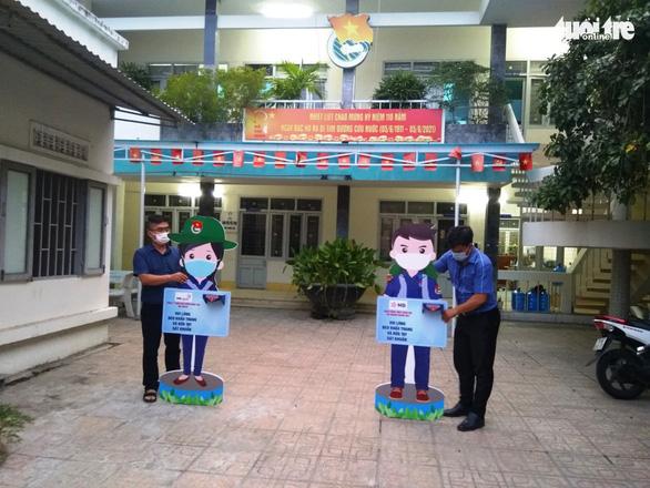 Khánh Hòa đón 1.200 sinh viên từ TP.HCM về quê - Ảnh 1.