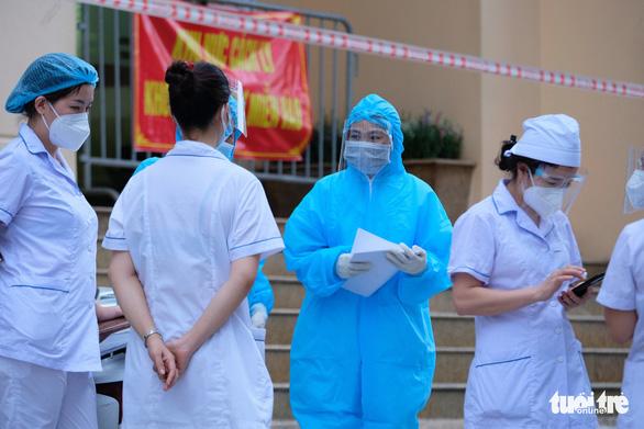 Sáng 30-7, Hà Nội thêm 17 ca COVID-19, hơn 14.000 người giao hàng được hoạt động - Ảnh 1.