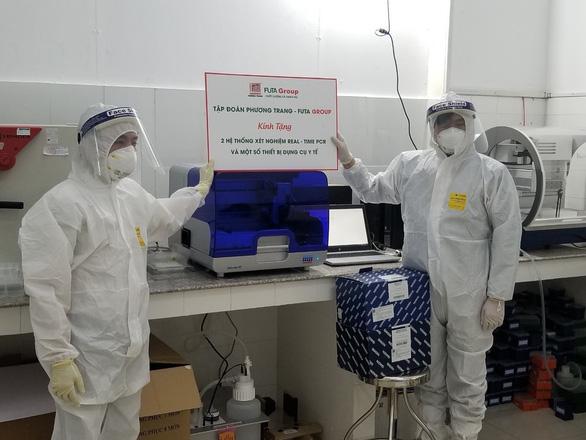 Phương Trang tiếp tục trao tặng máy thở hỗ trợ chống dịch - Ảnh 1.