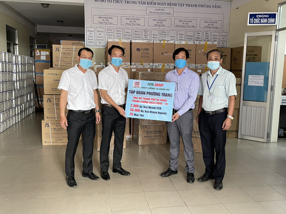Phương Trang tiếp tục trao tặng máy thở hỗ trợ chống dịch - Ảnh 3.