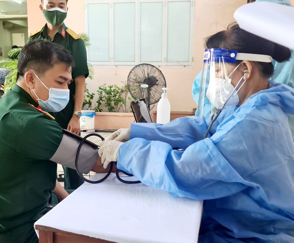 Bình Dương trên 13.400 ca mắc, Bộ Y tế phân bổ thêm 285.000 liều vắc xin - Ảnh 1.
