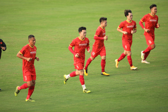 7 thành viên Hoàng Anh Gia Lai hành quân ra Hà Nội chuẩn bị vòng loại thứ 3 World Cup 2022 - Ảnh 2.