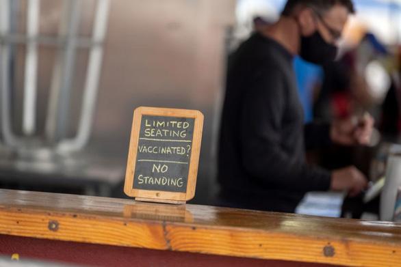 Chủ nhà hàng Việt tại Mỹ không phục vụ người chưa tiêm vắc xin - Ảnh 1.