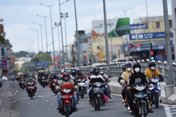 Bình Thuận đề nghị Đồng Nai dừng đưa cả ngàn người ngang qua tỉnh thiếu sự thỏa thuận - Ảnh 2.