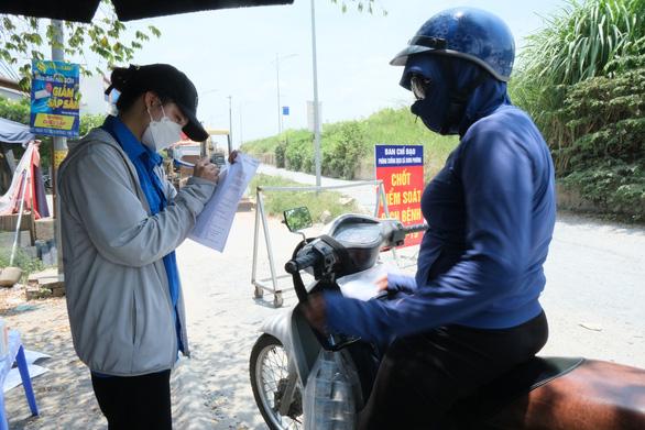 Hàng rào áo xanh bảo vệ làng xã - Ảnh 1.