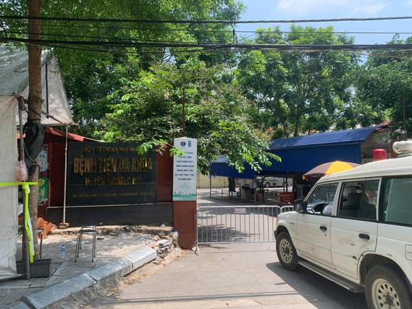 Hà Nội tạm phong tỏa Bệnh viện Đa khoa Chương Mỹ - Ảnh 1.