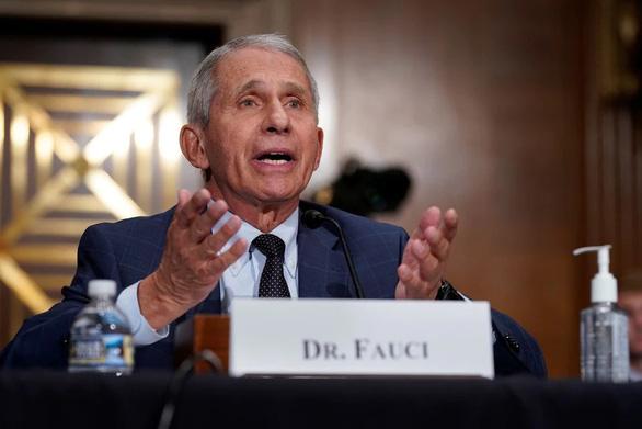 Ông Fauci: Mỹ nên sớm phê duyệt đầy đủ cho vắc xin COVID-19 - Ảnh 1.