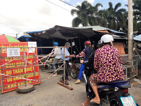 Thành phố Vĩnh Long thành lập tổ đi chợ giúp dân - Ảnh 1.