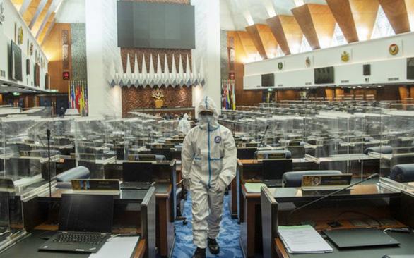 Malaysia và Lào kỷ lục ca nhiễm, COVID-19 lan tới Quốc hội Malaysia - Ảnh 1.