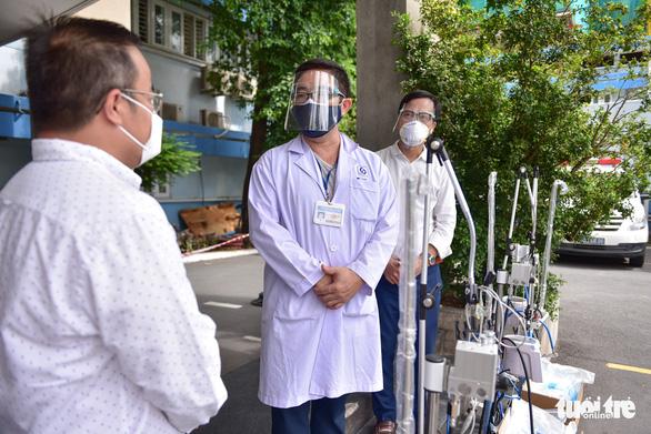 Trao thiết bị y tế hỗ trợ chống dịch cho các bệnh viện - Ảnh 5.