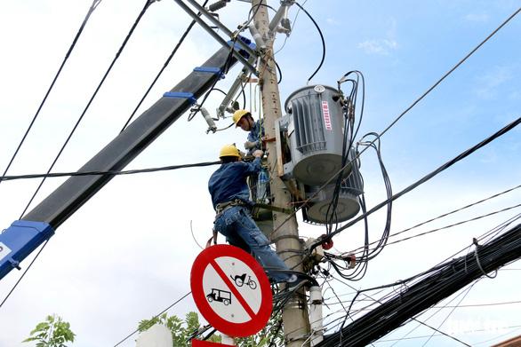 Thủ tướng: Giảm tiền điện trong 2 tháng cho người dân ở nơi giãn cách theo chỉ thị 16 - Ảnh 1.