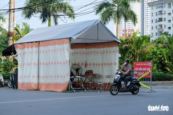 Hà Nội thêm 23 ca COVID-19 mới, Thành ủy Hà Nội yêu cầu bảo vệ bằng được thủ đô - Ảnh 1.