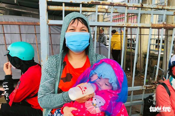 Hơn 1.200 công nhân Đồng Nai được CSGT 'hộ tống' về lại Bình Thuận, Ninh Thuận - Ảnh 3.