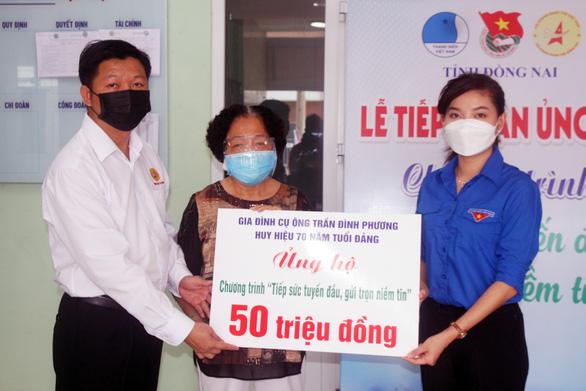 Gia đình cận vệ Bác Hồ ủng hộ 50 triệu tiền phúng điếu tiếp sức tuyến đầu chống dịch - Ảnh 1.