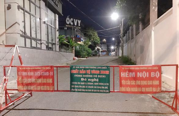 34 phường của Thủ Đức lập các chốt 'tổ dân phố an toàn, không COVID-19' - Ảnh 2.