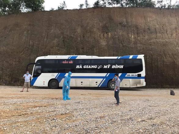 Bỏ trốn khỏi bệnh viện, bệnh nhân COVID-19 khiến 28 người trên xe khách 'vạ lây' - Ảnh 1.