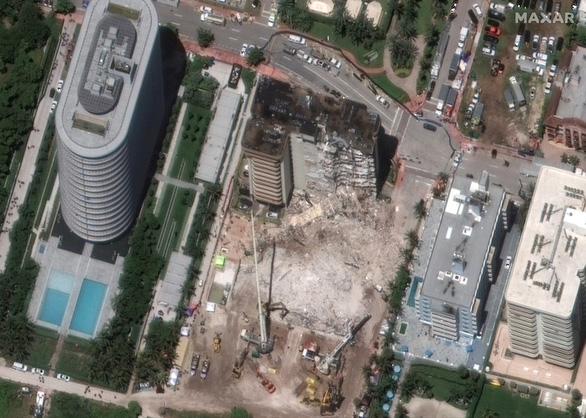یک ساختمان مسکونی 12 طبقه در ایالات متحده فرو ریخت: برای از بین بردن آن استفاده از مواد منفجره ضروری بود - عکس 1.
