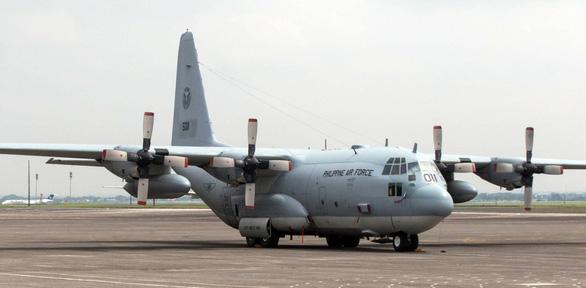 Rơi máy bay quân sự chở 92 người ở Philippines - Ảnh 1.