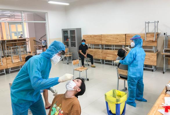 1.000 sinh viên y khoa TP.HCM đăng ký tình nguyện đi chống dịch - Ảnh 1.