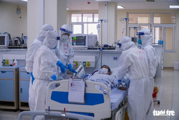 Mổ cấp cứu thành công thai phụ mắc COVID-19 bị trụy tim - Ảnh 1.
