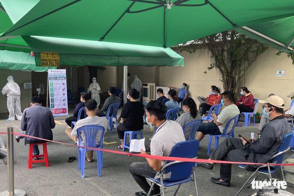 Đồng Nai: Hàng ngàn người dân đi làm xét nghiệm, nhiều nơi quá tải - Ảnh 2.