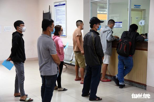 Đồng Nai: Hàng ngàn người dân đi làm xét nghiệm, nhiều nơi quá tải - Ảnh 3.